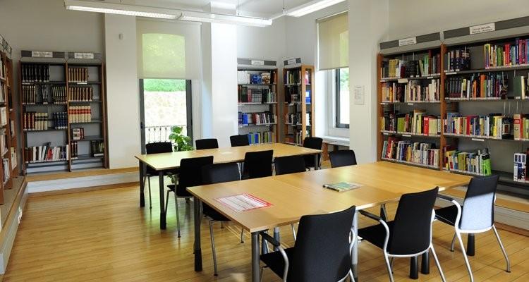 galeria_biblioteca_queluz